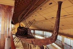 Khufu skepp I naturlig storlek skyttel från forntida Egypten royaltyfri bild