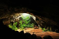 Khuha Kharuehat paviljong, Phraya Nakhon grotta, Khao Sam Roi Yot National Park, Thailand royaltyfri foto