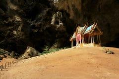 Khuha Kharuehat paviljong, Phraya Nakhon grotta, Khao Sam Roi Yot National Park, Thailand royaltyfri fotografi