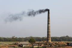 Khulna, Μπανγκλαντές, την 1η Μαρτίου 2017: Εργοστάσιο για την παραγωγή των τούβλων Στοκ Εικόνα