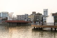 Khulna, Bangladesch, am 28. Februar 2017: Stadtzentrum mit Park stockfotos