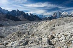 Khumbu lodowiec i himalaje góry krajobraz, Everest region, Zdjęcia Stock