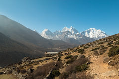 Khumbu region i Himalayasregion av Nepal Royaltyfria Foton