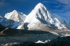Khumbu valley, khumbu glacier and pumo ri peak Stock Photography