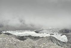 Khumbugletsjer van Everest-Basiskamp en gevaarlijke Khumbu IceFall, Himalayagebergte nepal Stock Foto