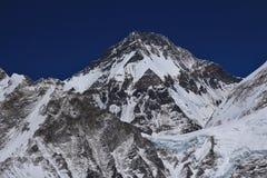 Khumbutse, alta montagna veduta da Kala Patthar Immagini Stock