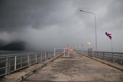 Khun丹Prakarn Chon水坝 免版税图库摄影