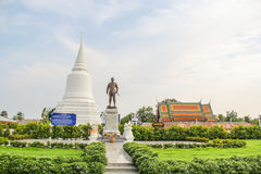 Khun Khang Lhek monument på Wat Wang Temple, Phatthalung, Thaila Royaltyfri Fotografi