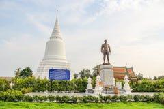 Khun Khang Lhek monument på Wat Wang Temple, Phatthalung, Thaila Arkivfoton