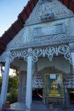 Khun Samut Trawat świątynia Tajlandia mierzy przy teraźniejszością otaczającą morzem, jako ziemia wokoło wody morskiej przed żlob Obrazy Royalty Free