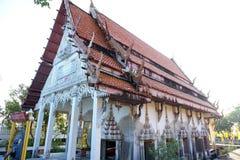 Khun Samut Trawat świątynia Tajlandia mierzy przy teraźniejszością otaczającą morzem, jako ziemia wokoło wody morskiej przed żlob Fotografia Royalty Free
