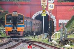 Khun Tan Tunne - Lampang Tailandia - 14 ottobre 2018: - la stazione ferroviaria di Khun Tan è una stazione ferroviaria sulla Tail immagini stock libere da diritti
