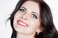Khvitia_Julia Visage, yeux bleus, souriant, fond blanc ! photographie stock libre de droits