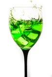 Kiść od spada kostek lodu w wina szkle Zdjęcie Stock