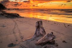 Kiamsam海滩秀丽是空前的,纳闽海岛  免版税库存图片