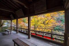 Kibune,在秋天期间的京都 免版税图库摄影