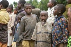 KIBUYE, RWANDA, ÁFRICA - 11 DE SEPTIEMBRE DE 2015: Desconocido los niños africanos Fotos de archivo libres de regalías