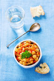 Kichererbsen mit Gemüse und pangasius Stockbild