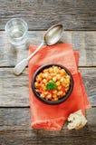 Kichererbsen mit Gemüse und pangasius Lizenzfreies Stockfoto