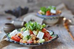 Kichererbsen und vegetebles Salat. Stockfotografie