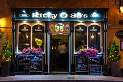 Kiciuni Ose ` s bar, rozognia, Irlandia Obraz Royalty Free