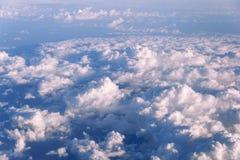 Kick ovanför molnen fotografering för bildbyråer