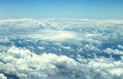 Kick ovanför molnen arkivfoto