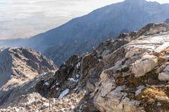 Kick Tatras i Slovakien Sikt från Lomnica royaltyfria foton