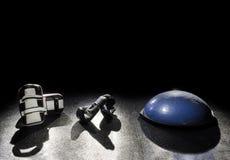 Kickboxen- und Balancenball Lizenzfreie Stockfotografie