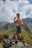 Kickboxer или muay тайская тренировка бойца на горе Стоковые Фотографии RF