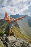 Kickboxer или muay тайская тренировка бойца на горе Стоковая Фотография RF