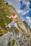 Kickboxer или muay тайская тренировка бойца на горе Стоковое Изображение RF