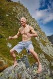 Kickboxer или muay тайская тренировка бойца на горе Стоковое Изображение