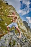 Kickboxer или muay тайская тренировка бойца на горе Стоковое Фото
