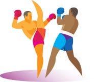 Kickboxer is klaar om zijn tegenstander te schoppen Stock Afbeelding