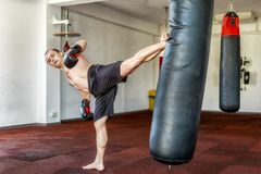 Kickboxer training in the gym Royalty Free Stock Photos