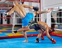 Kickboxers im Ring Stockbild