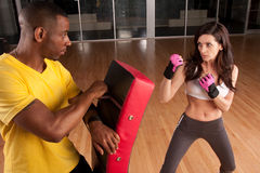 kickboxing的培训人 免版税图库摄影