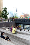 Kicken fodrar stad New York Den högstämda gångaren parkerar Arkivbilder