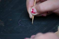 kid& x27; чертеж руки s на классн классном Стоковые Фотографии RF