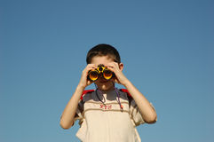 Kid with binoculars Royalty Free Stock Photos