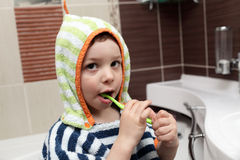 Kid brushing his teeth Royalty Free Stock Photo