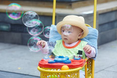 Kid catching soap bubbles Royalty Free Stock Photos