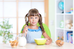 Kid eating healthy food at home Royalty Free Stock Photos