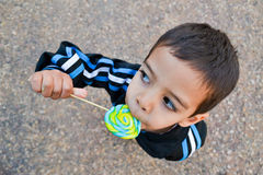 Kid eating a lollipop Royalty Free Stock Images