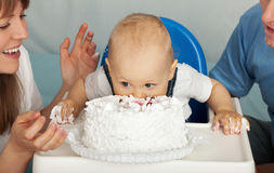 Kid eats cake. Royalty Free Stock Photo