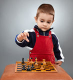 Kid learning to play chess Royalty Free Stock Images