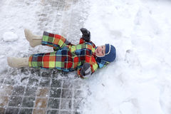 Kid lying in the snow Stock Photography