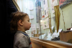 Kid in the museum Royalty Free Stock Photos