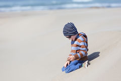 Kid at oregon dunes Royalty Free Stock Photography